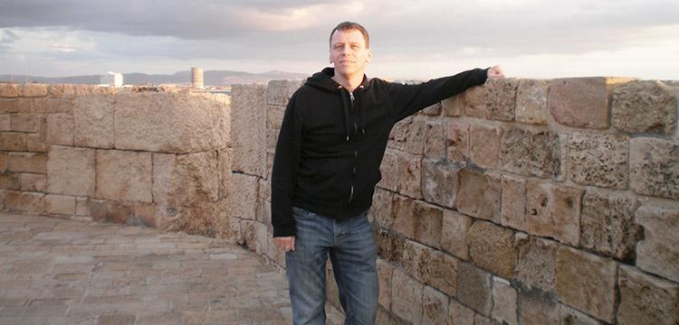 Donald Doan lors d'un voyage à l'étranger